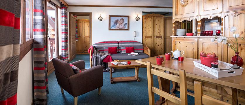 france_three-valleys-ski-area_val-thorens_residence-village-montana-apartments_living-area2.jpg